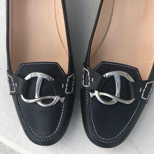 Beautiful classy Tod's black kitten heels
